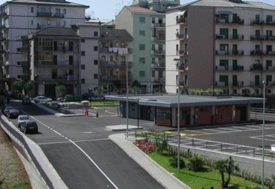 """Cosenza - silos di parcheggi, """"palazzi"""" a più piani che contengono garage e parcheggi a lisca di pesce. Un'ottima soluzione per risolvere le problematiche cittadine."""